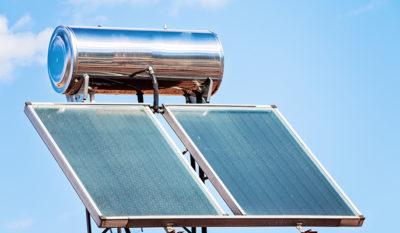 ¿Quieres ahorrar dinero con el agua caliente? Tenemos la solución para ti: agua caliente por energía solar
